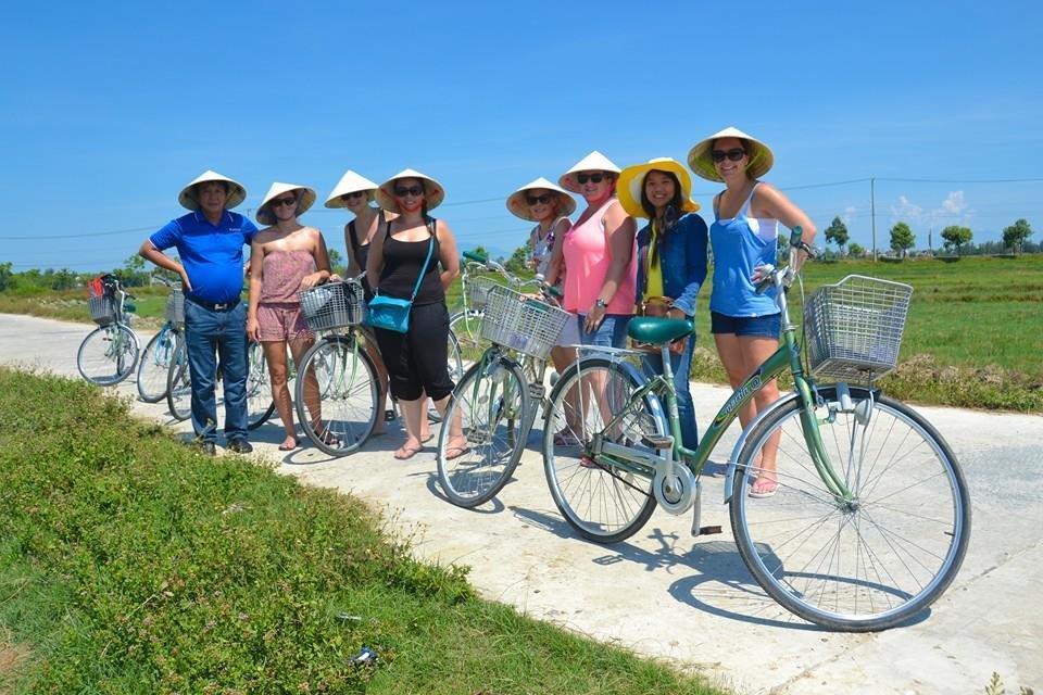 Lindsay Zietsman - In Vietnam with Colleagues